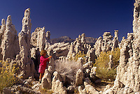 AJ3796, Mono Lake, Sierra Nevada Mountains, California, Mono Lake, Young girl (7 years old) stands among the tufa, spires and knobs formed of calcium carbonate at Mono Lake Tufa State Reserve in the state of California.