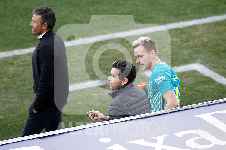 FC Barcelona's coach Luis Enrique Martinez (l), his second Juan Carlos Undue (c) and Ivan Rakitic during La Liga match. February 26,2017. (ALTERPHOTOS/Acero)