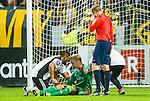 Solna 2015-08-10 Fotboll Allsvenskan AIK - Djurg&aring;rdens IF :  <br /> AIK:s m&aring;lvakt Patrik Carlgren har skadat sig och dr&ouml;jer sig kvar p&aring; planen i slutet av matchen mellan AIK och Djurg&aring;rdens IF <br /> (Foto: Kenta J&ouml;nsson) Nyckelord:  AIK Gnaget Friends Arena Allsvenskan Djurg&aring;rden DIF skada skadan ont sm&auml;rta injury pain