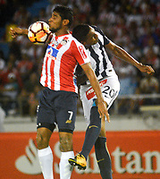 BARRANQUILLA - COLOMBIA, 26-04-2018: Luis Carlos Ruiz (Izq.) jugador de Atlético Junior disputa el balón con Aldair Fuentes (Der.) jugador de Alianza Lima, durante partido entre Atlético Junior (Col) y Alianza Lima (PER), de la fase de grupos, grupo H, fecha 4, por la Copa Conmebol Libertadores 2018, jugado en el estadio Metropolitano Roberto Meléndez de la ciudad de Barranquilla. / Luis Carlos Ruiz (L) player of Atletico Junior vies for the ball with Aldair Fuentes (R) player of Alianza Lima, during a match between Atletico Junior (Col) and Alianza Lima (PER), of the group stage, group H, 4th date for the Copa Conmebol Libertadores 2018 at the Metropolitano Roberto Melendez Stadium in Barranquilla city. Photo: VizzorImage  / Alfonso Cervantes / Cont.