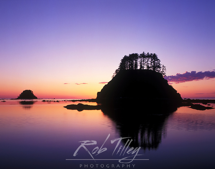 USA, Washington, Olympic NP, Cape Alava Sunset