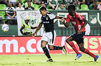 PALMIRA - COLOMBIA, 11-08-2018: Jose Sand (Izq) del Deportivo Cali disputa el balón con Jorge Segura (Der) de Deportivo Independiente Medellín durante partido por la fecha 4 de la Liga Aguila II 2018 jugado en el estadio Palmaseca de Cali. / Jose Sand (L) player of Deportivo Cali fights for the ball with Jorge Segura (R) player of Deportivo Independiente Medellin during match for the date 4 of the Aguila League II 2018 played at Palmaseca stadium in Cali.  Photo: VizzorImage/ Nelson Rios / Cont