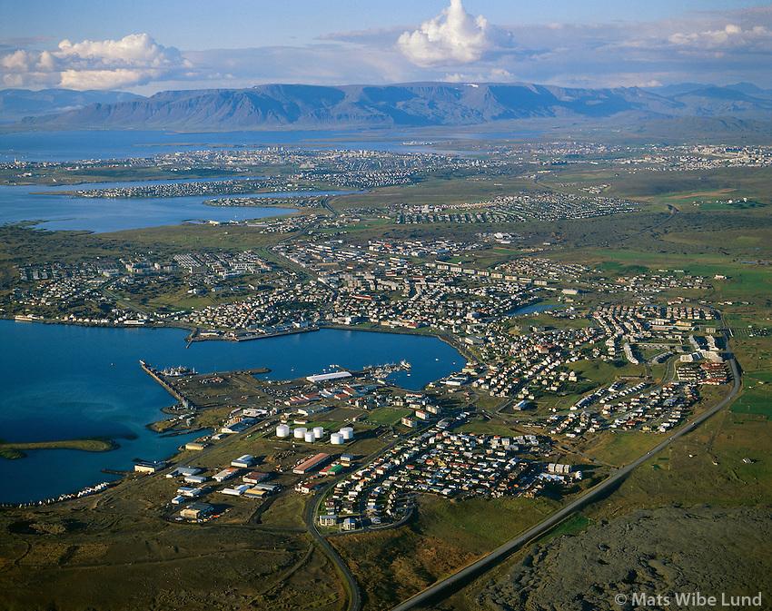 Hafnarfjörður loftmynd séð til norðurs yfir höfuðborgarsvæðið..Hafnarfjordur, aerial view  north over the capital area to mount Esja.