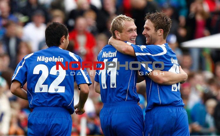 FBL  2008/2009  Testspiel<br /> Werder Bremen - Kickers Emden in Leer-Loga<br /> von links: Andy N&scaron;gelein (Kickers #22), TorschŁtze Enrico Neitzel (Kickers #11) und Markus Unger (Kickers #17) freuen sich Łber der Tor.<br /> Foto &copy; nph (  nordphoto  )<br /> <br /> <br /> <br />  *** Local Caption ***