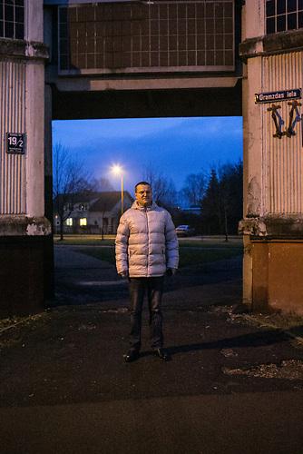 Alexander Bondarev kommt geb&uuml;rtig aus St. Petersburg und ist mit seiner Frau Irina nach Riga gezogen. K&uuml;rzlich hat Bondarev sein Unternehmen, eine Tabakpfeifenwerkstatt, in Lettland angemeldet.<br /><br />Seit einigen Jahren wandern vermehrt Russen in das benachbarte Lettland aus - derzeit sind 50.000 russische Staatsb&uuml;rger in Besitz einer st&auml;ndigen Aufenthaltsgenehmigung in dem baltischen Land.<br />Seitdem Lettland 2004 Teil der Europ&auml;ischen Union ist, sind etwa zehn Prozent der Letten emigriert. In der Hauptstadt Riga bieten sich f&uuml;r junge Zuwanderer besonders auch beruflich aussichtsvolle Perspektiven.