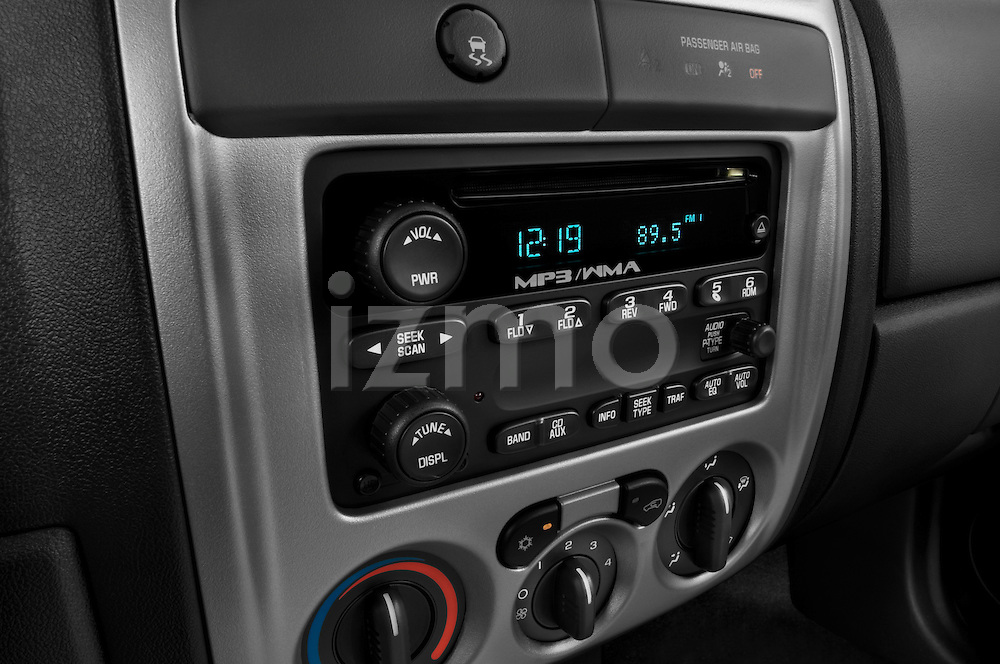 Stereo audio system close up detail view of a 2009 GMC Canyon SLE Extended Cab