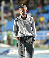CALI- COLOMBIA -22 -01-2014: Juan C Osorio tecnico de Atletico Nacional durante partido de ida por la Super Liga 2014, en el estadio Pascual Guerrero de la ciudad de Cali.  / Juan C Osorio coach of Atletico Nacional, during the match between Deportivo Cali and Atletico Nacional for the first leg of the Super Liga 2014 at the Pascual Guerrero Stadium in Cali city. Photo: VizzorImage  / Luis Ramirez / Staff.