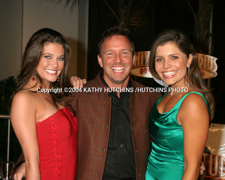 "©2004 KATHY HUTCHINS /HUTCHINS PHOTO.""MEET THE FOCKERS"" PREMIERE.UNIVERSAL CITY, CA.DECEMBER 16, 2004..KATE KOTH.GLENN STEARNS.MINDY BURBANO"
