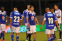 ENVIGADO -COLOMBIA-11-08-2013. Jugadores de Millonarios reaccionan al perder el juego contra Envigado válido por la fecha 3 de la Liga Postobón II 2013 realizado en el Parque Estadio de la ciudad de Envigado./ Millonarios players react after loose the match against Envigado valid for the 3th date of the Postobon League II 2013 at Parque Estadio in Envigado city.  Photo: VizzorImage/Luis Ríos/STR