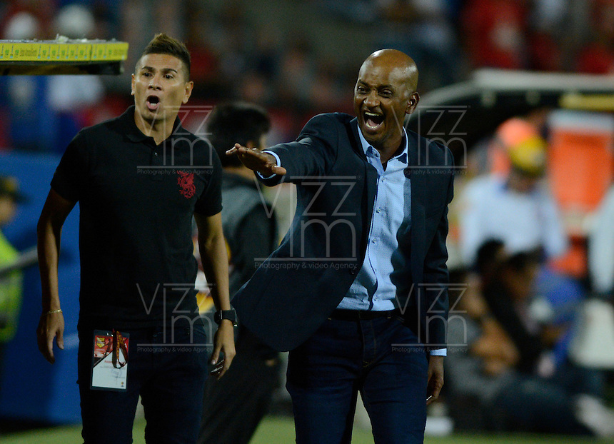 MEDELLIN - COLOMBIA -31-07-2016: Oswaldo Duran, tecnico Atletico Huila, durante partido por la fecha 6 entre Deportivo Independiente Medellin y Atletico Huila,  de la Liga Aguila II 2016, en el estadio Atanasio Girardot de la ciudad de Medellin. / Oswaldo Duran, coach  of Atletico Huila, during a match for the date 6 between Deportivo Independiente Medellin and Atletico Huila, of the Liga Aguila II 2016 at the Atanasio Girardot stadium in Medellin city. Photos: VizzorImage  / Leon Monsalve / Cont.