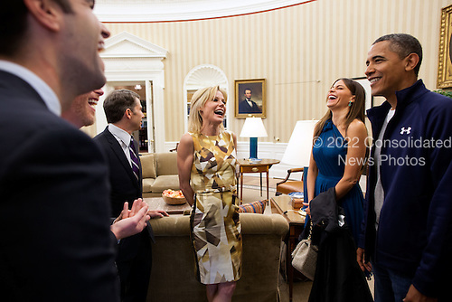 "United States President Barack Obama greets cast members from ABC's sitcom ""Modern Family"", including Julie Bowen, center, and Sofia Vergara, right,  in the Oval Office, Saturday, April 28, 2012. The group was in town to attend the White House Correspondents' Dinner. .Mandatory Credit: Pete Souza - White House via CNP"