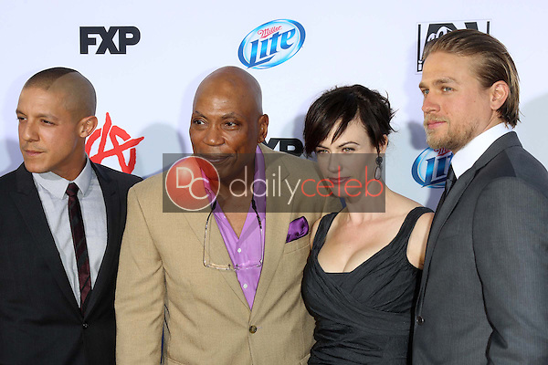 Theo Rossi, Paris Barclay, Maggie Siff, Charlie Hunnam<br />