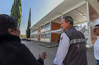 San Juan del rio., Qro. 27 de diciembre del 2017.- La Secundaria T&eacute;cnica No. 11 &ldquo;Jos&eacute; Vasconcelos&rdquo; ha recibido apoyos del programa federal &ldquo;Escuelas al Cien&rdquo;, por parte del Instituto Nacional de la Infraestructura F&iacute;sica Educativa (INIFED), invirtiendo la cantidad de 5 millones de pesos en la rehabilitaci&oacute;n de la red el&eacute;ctrica, pintura de aulas y otras obras menores, indic&oacute; H&eacute;ctor Guti&eacute;rrez de la Garza, director general del INIFED, al recorrer el plantel educativo.<br /> <br /> En dicho recorrido estuvieron presentes el presidente municipal de San Juan del R&iacute;o, Guillermo Vega Guerrero y el director del Instituto de Infraestructura F&iacute;sica Educativa del Estado de Quer&eacute;taro (IFEQ), Vicente Ortega Gonz&aacute;lez, quien dio una explicaci&oacute;n de la obra de construcci&oacute;n del gimnasio-auditorio donde se invierten 15 millones de pesos.