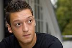 FBL 2009/2010 - Werder Bremen - Interview mit Mesut &Ouml;zil (Oezil) 25.08.2009<br /> <br /> Interview mit Mesut &Ouml;zil (GER Werder Bremen #11) und einer Homestory bei Mesut &Ouml;zil zu Hause.<br /> <br /> Mesut &Ouml;zil (GER Werder Bremen #11). Portrai. Querformat. Blick nach rechts.<br /> <br /> Foto &copy; nph ( nordphoto ) *** Local Caption *** *** Local Caption ***<br /> <br /> Fotos sind ohne vorherigen schriftliche Zustimmung ausschliesslich f&uuml;r redaktionelle Publikationszwecke zu verwenden.<br /> <br /> Auf Anfrage in hoeherer Qualitaet/Aufloesung
