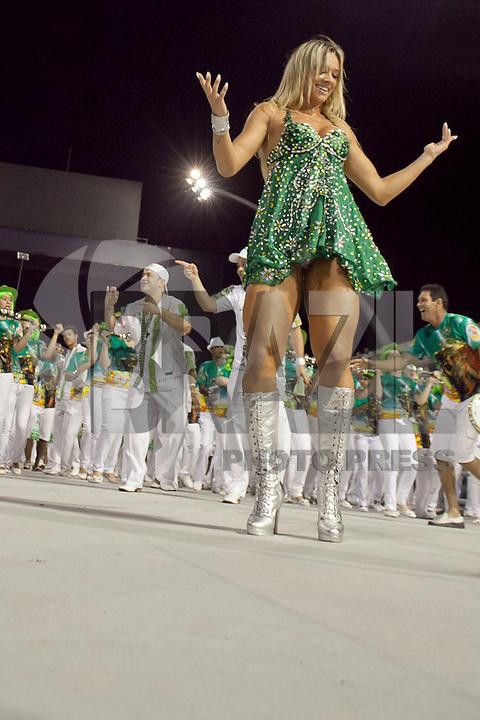 SAO PAULO, SP, 12 DE FEVEREIRO 2012 - ENSAIO MANCHA VERDE - Juju Salimeni e vista no Ensaio técnico da Escola de Samba Mancha Verde na preparação para o Carnaval 2012. O ensaio foi realizado na noite deste domingo (12/02) no Sambódromo do Anhembi, zona norte da cidade. (FOTO: RICARDO LOU - NEWS FREE).