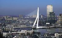 Nederland - Rotterdam -  2019. Rotterdam bij avond. De Erasmusbrug. De Erasmusbrug is een ontwerp van Ben van Berkel.   Foto Berlinda van Dam / Hollandse Hoogte