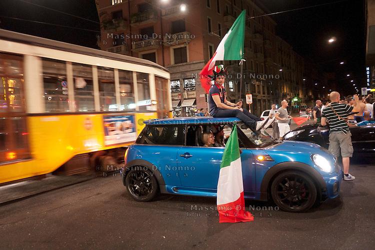 Milano: festeggiamenti per la vittoria dell'Italia contro la Germania