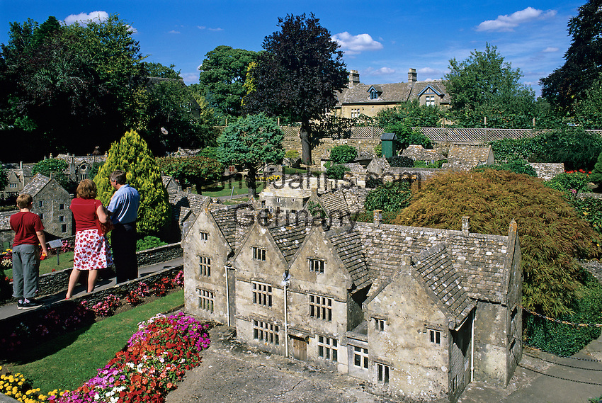 Great Britain, England, Gloucestershire (Cotswolds), Bourton on the Water: Model village   Grossbritannien, England, Gloucestershire (Cotswolds), Bourton on the Water: Miniatur-Dorf