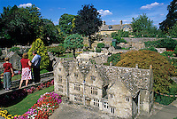 Great Britain, England, Gloucestershire (Cotswolds), Bourton on the Water: Model village | Grossbritannien, England, Gloucestershire (Cotswolds), Bourton on the Water: Miniatur-Dorf