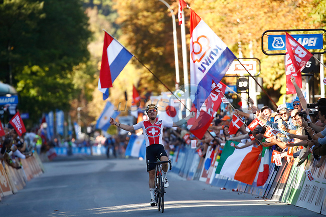 Marc Hirschi (SUI) wins the Men U23 Road Race of the 2018 UCI Road World Championships running 179.5km from Wattens to Innsbruck, Innsbruck-Tirol, Austria 2018. 28th September 2018.<br /> Picture: Innsbruck-Tirol 2018/BettiniPhoto | Cyclefile<br /> <br /> <br /> All photos usage must carry mandatory copyright credit (© Cyclefile | Innsbruck-Tirol 2018/BettiniPhoto)