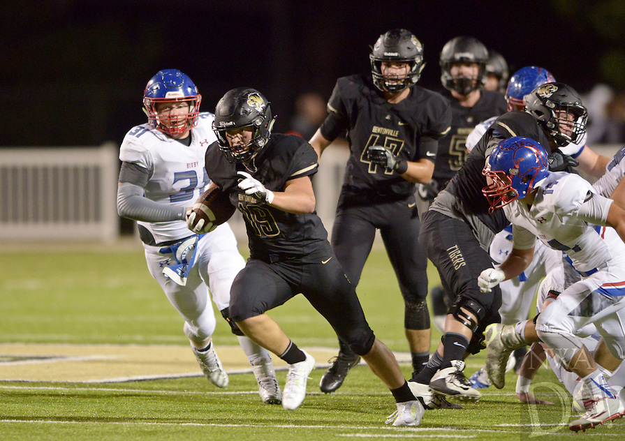 NWA Democrat-Gazette/BEN GOFF @NWABENGOFF<br /> Jacob Clark, Bentonville running back, runs for a tourchdown against Bixby, Okla. in the second quarter on Friday Sept. 9, 2016 during the game at Tiger Stadium in Bentonville.