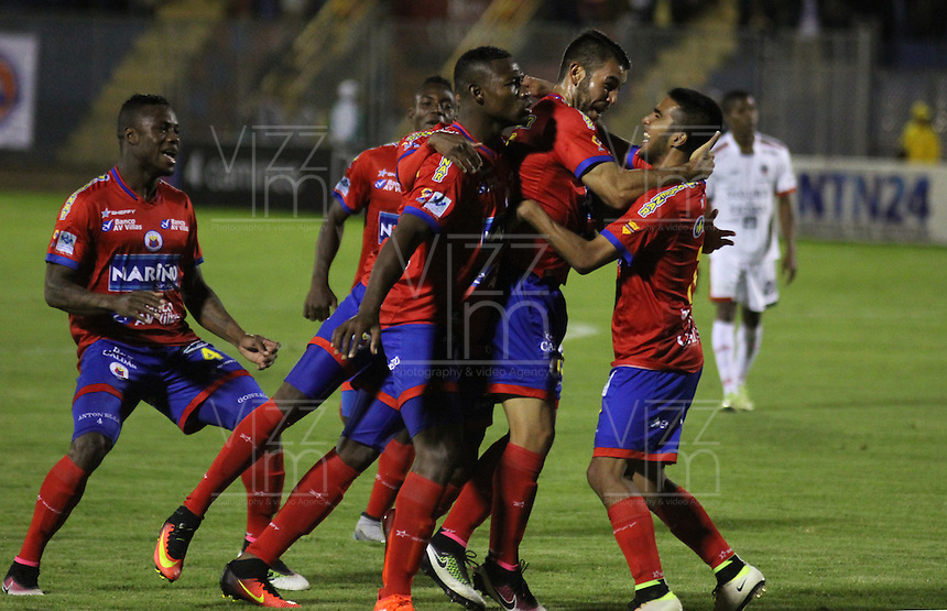 PASTO -COLOMBIA, 5-11-2016.Julian Guillermo jugador de Pasto celebra su gol contra Fortaleza   el cual  le dió la victoria y lo mantiene el la primera división.Acción de juego entre Deportivo  Pasto y Fortaleza FC durante encuentro  por la fecha 19 de la Liga Aguila II 2016 disputado en el estadio La Lbertad./ Julian Gullermo player of Pasto  celebrates his goal agaisnt of Fortaleza during match for the date 19 of the Aguila League II 2016 played at La Libertad  stadium . Photo:VizzorImage / Leonardo Castro  / Contribuidor