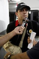 SAO PAULO, SP, 09 DE FEVEREIRO DE 2012 - CAMP. PAULISTA - SAO PAULO X COMERCIAL -  O goleiro do Sao Paulo, Rogerio Ceni que foi operado e esta afastado e visto momento antes da partida contra a equipe do Comercial pela sexta rodada do Campeonato Paulista, no estadio Cicero Pompeu de Toledo (Morumbi) na regiao sul da capital paulista. (FOTO: WILLIAM VOLCOV - NEWS FREE).