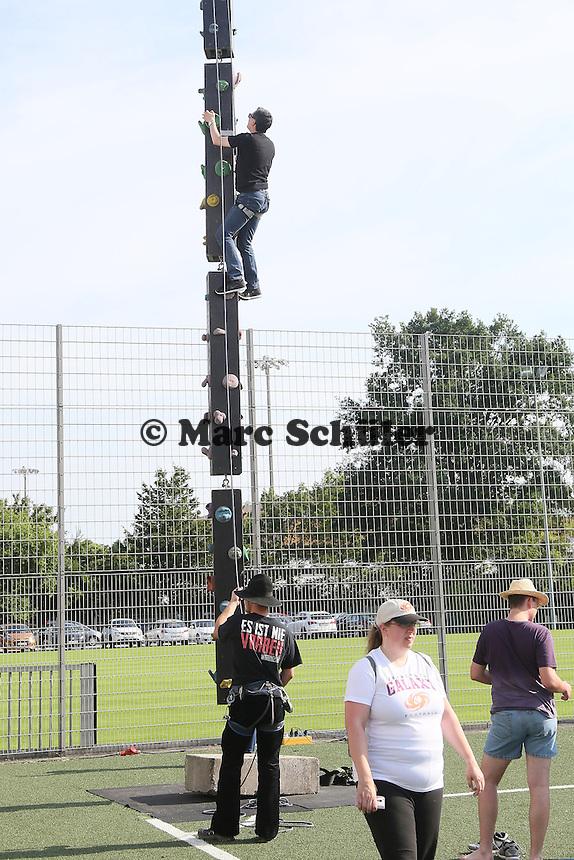 Kletterturm im Entertainement Park der Power Party - Frankfurt Galaxy vs Wiesbaden Phantoms, Frankfurter Volksbank Stadion