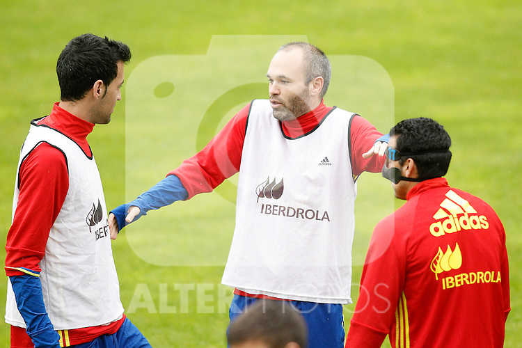 Spain's Sergio Busquets (l), Andres Iniesta (c) and Pedro Rodriguez during preparing training stage to Euro 2016. May 30,2016.(ALTERPHOTOS/Acero)
