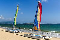 Segeln an der Sanya Bay beim Club Med auf der Insel Hainan, China<br /> Sailing,  beach at Sanya Bay near Club Med  Hainan island, China