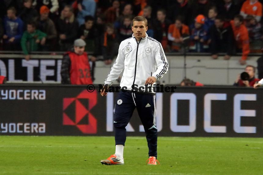 Lukas Podolski (D) macht sich warm