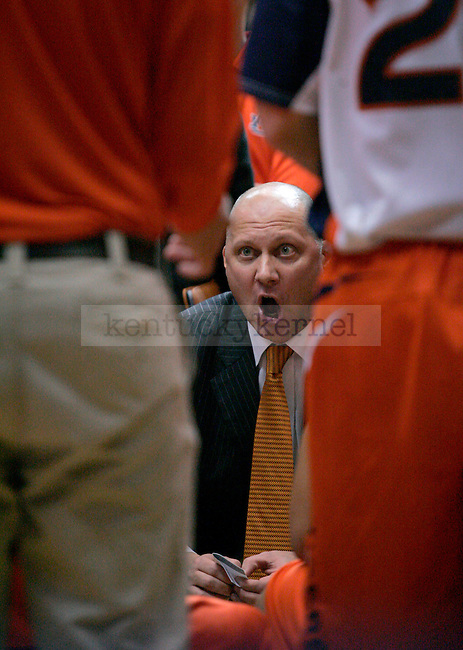 Auburn head coach Jeff Lebo talks with his team during the first half of the game at Beard-Eaves-Memorial Coliseum in Auburn, Ala. on Saturday Photo by Zach Brake | Staff