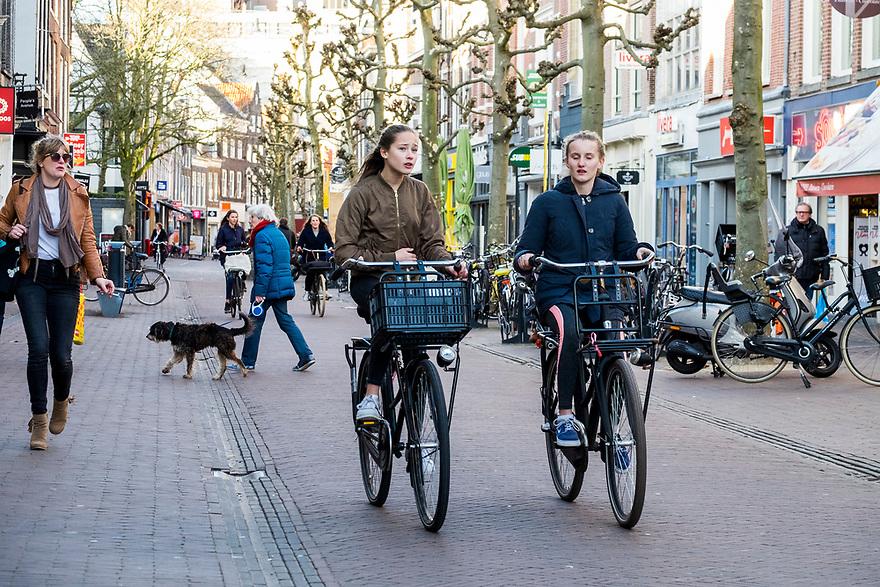 Nederland, Haarlem, 20170321<br /> Centrum Haarlem. Winkelgebied. Grote Houtstraat<br /> <br /> Foto: (c) Michiel Wijnbergh