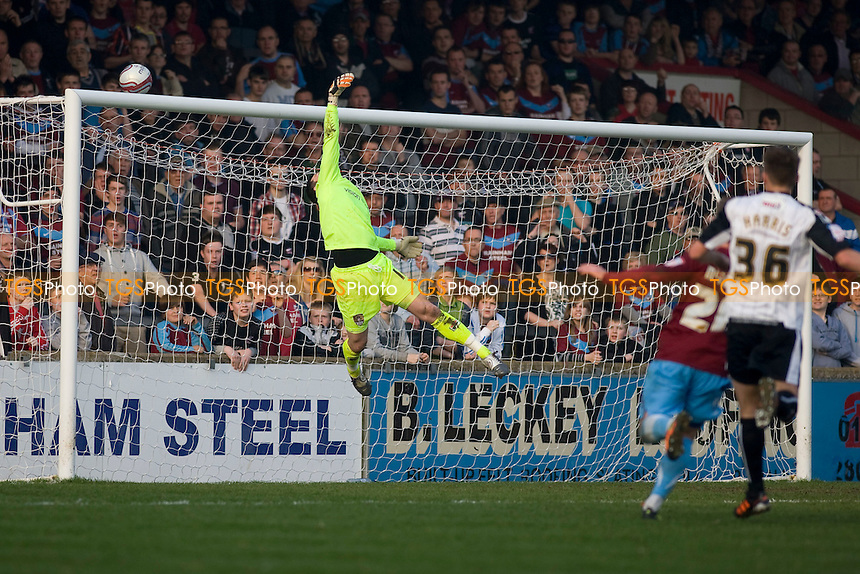 shot goes close for Scunthorpe. - Scunthorpe United vs Notts County - nPower League One Football at Glanford Park - 24/03/12 - MANDATORY CREDIT: Mark Hodsman/TGSPHOTO - Self billing applies where appropriate - 0845 094 6026 - contact@tgsphoto.co.uk - NO UNPAID USE.
