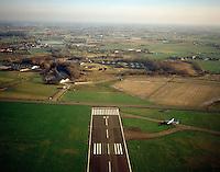 Januari 1999. Landingsbaan van de luchthaven van Deurne.