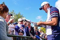Matt Kuchar (USA) signs autographs for fans during the practice round at the Ryder Cup, Hazeltine National Golf Club, Chaska, Minnesota, USA.  9/29/2016<br /> Picture: Golffile | Ken Murray<br /> <br /> <br /> All photo usage must carry mandatory copyright credit (&copy; Golffile | Ken Murray)