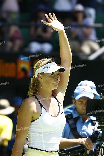 Australian Open Tennis 2007, R1, Maria Sharapova Defeated Camille Pin from France in 3 sets 6-3, 4-6, 9-7..Photo: Grant treeby....fotografie frank uijlenbroek©2006 frank uijlenbroek..