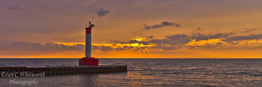 Looking at the lighthouse pier in Oakville at sunrise