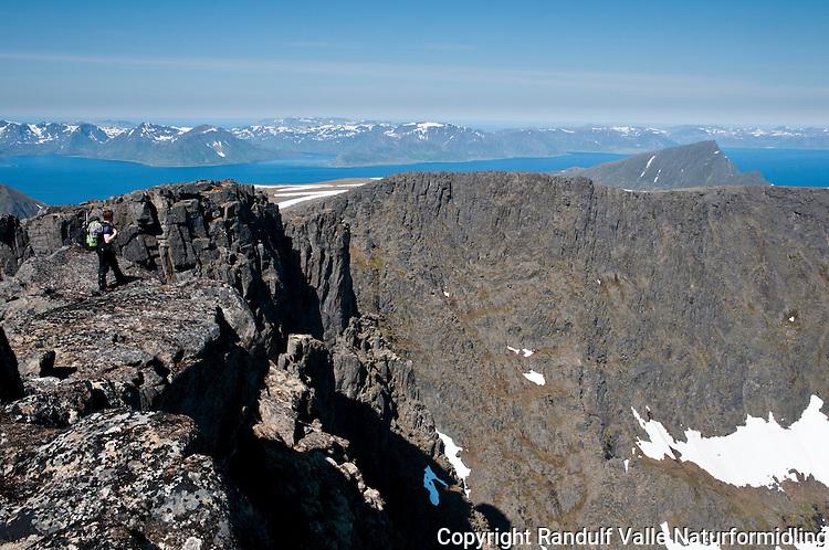 Person på Seiland, rett vest for Jøfjorden. Sørøysundet og Sørøya i bakgrunnen.  ---- Person hiking on the island Seiland.