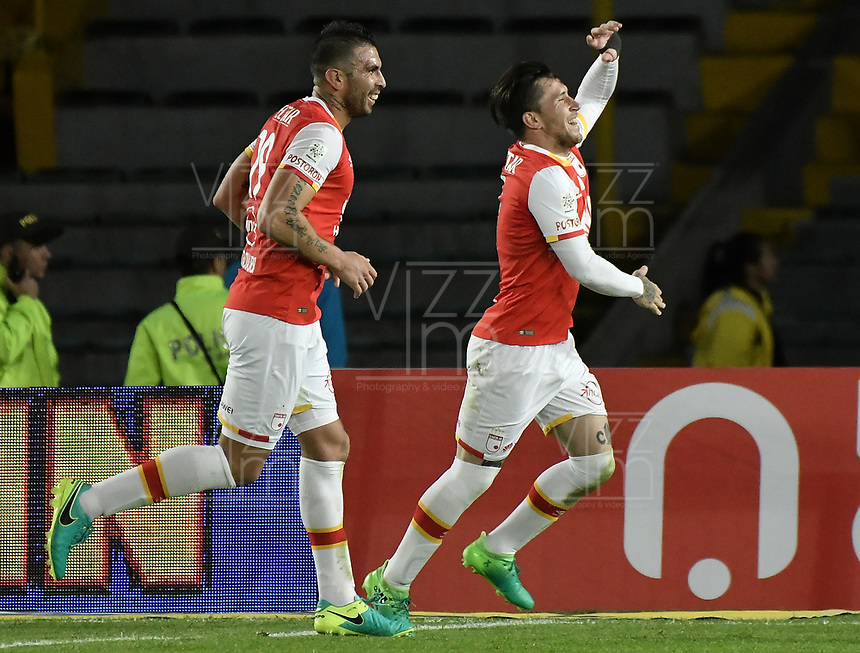 BOGOTÁ -COLOMBIA, 15-04-2017. Jonathan Gomez (der) jugador de Santa Fe celebra después de anotar gol al Bucaramanga durante el encuentro entre Independiente Santa Fe y Atletico Bucaramanga por la fecha 13 de la Liga Aguila I 2017 jugado en el estadio Nemesio Camacho El Campin de la ciudad de Bogota. / Jonathan Gomez (R) player of Santa Fe celebrates after scoring a goal to Bucaramanga during match between Independiente Santa Fe and Atletico Bucaramanga for the date 13 of the Aguila League I 2017 played at the Nemesio Camacho El Campin Stadium in Bogota city. Photo: VizzorImage/ Gabriel Aponte / Staff
