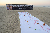 RIO DE JANEIRO, RJ, 03 AGOSTO 2012 -ATO PUBLICO RIO DE PAZ- O Rio de Paz que luta pela reducao de homicidio no Rio de Janeiro, realiza ato publico nas areias da Praia de Copacabana, nesta sexta feira, 03, em Copacabana, zona sul do rio. (FOTO: MARCELO FONSECA / BRAZIL PHOTO PRESS).