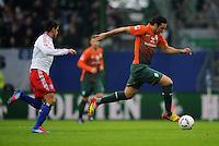 FUSSBALL   1. BUNDESLIGA   SAISON 2011/2012   22. SPIELTAG Hamburger SV - Werder Bremen       18.02.2012 Claudio Pizarro (re, SV Werder Bremen) gegen Tomas Rincon (re, Hamburger SV)