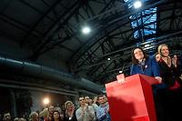 Die SPD-Generalsekret&auml;rin Andrea Nahles und Manuela Schwesig, stellvertretende Bundesvorsitzende der SPD geben am Samstag (14.12.13) in Berlin das Ergebnis des SPD Mitgliederentscheids zur Gro&szlig;en Koalition mit der CDU/CSU bekannt. Die Mehrheit der SPD-Mitglieder sprach sich f&uuml;r eine Gro&szlig;e Koalition aus.<br /> Foto: Axel Schmidt/CommonLens<br /> <br /> Berlin, Germany, politics, Deutschland, 2013, Groko, Koalition, SPD, Mitglieder, Basis, Mitgliederentscheid, Entscheid, Mitgliedervotum, Votum, Ausz&auml;hlung