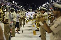 RIO DE JANEIRO, RJ, 11 DE FEVEREIRO 2013 - CARNAVAL RJ -  SAO CLEMENTE  - Bandeira Olimpica durante abertura do segundo dia de desfiles do Grupo Especial do Carnaval do Rio de Janeiro na Marques de Sapucaí na noite desta segunda-feira . (FOTO: WILLIAM VOLCOV / BRAZIL PHOTO PRESS).
