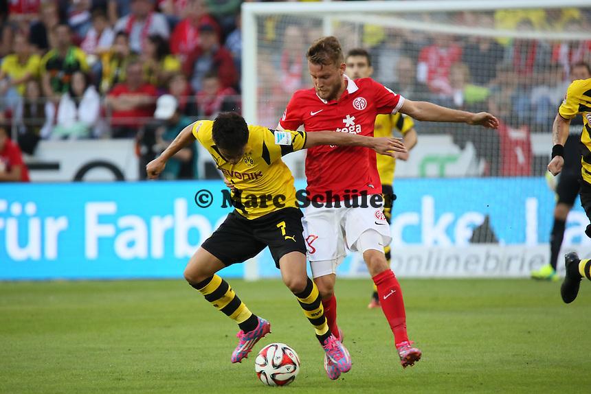Shinji Kagawa (BVB) gegen Daniel Brosinski (Mainz)  - 1. FSV Mainz 05 vs. Borussia Dortmund, Coface Arena