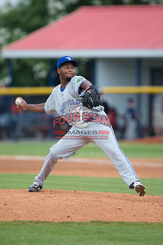 Bluefield Blue Jays starting pitcher Yennsy Diaz (45) in action against the Burlington Royals at Burlington Athletic Stadium on June 27, 2016 in Burlington, North Carolina.  The Royals defeated the Blue Jays 9-4.  (Brian Westerholt/Four Seam Images)