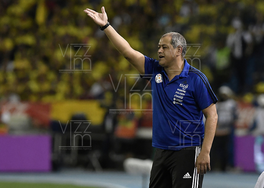 BARRANQUILLA - COLOMBIA - 05-10-2017:  Francisco Arce técnico de Paraguay durante partido contra de Colombia de la fecha 17 por la clasificación Copa Mundial de la FIFA Rusia 2018 jugado en el estadio Metropolitano Roberto Melendez en Barranquilla. / Francisco Arce coach of Paraguay during match against Colombia of the date 17 for the qualifier to FIFA World Cup Russia 2018 played at Metropolitan stadium Roberto Melendez in Barranquilla. Photo: VizzorImage/ Gabriel Aponte / Staff