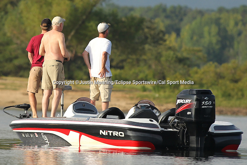 August 22, 2015: Spectators watching Stetson Blaylock fish a point near the Shangri La Resort on day three of the Forrest Wood Cup on Lake Ouachita in Hot Springs, AR. Justin Manning/ESW/CSM