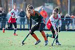 TILBURG  - hockey-  Inge Dankers (WereDi) met Colette de Beaumont (MOP)  tijdens de wedstrijd Were Di-MOP (1-1) in de promotieklasse hockey dames. COPYRIGHT KOEN SUYK