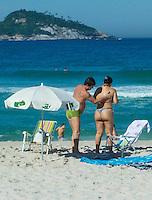 Rio de Janeiro (RJ) 27.07.2012. Praia / Movimentação - Movimentação de Banhistas na Praia da Barra da Tijuca,Zona Oeste do Rio de Janeiro. Nedsta Sexta-Feira dia (27/07). Foto: Arion Marinho /Brazil Photo Press.